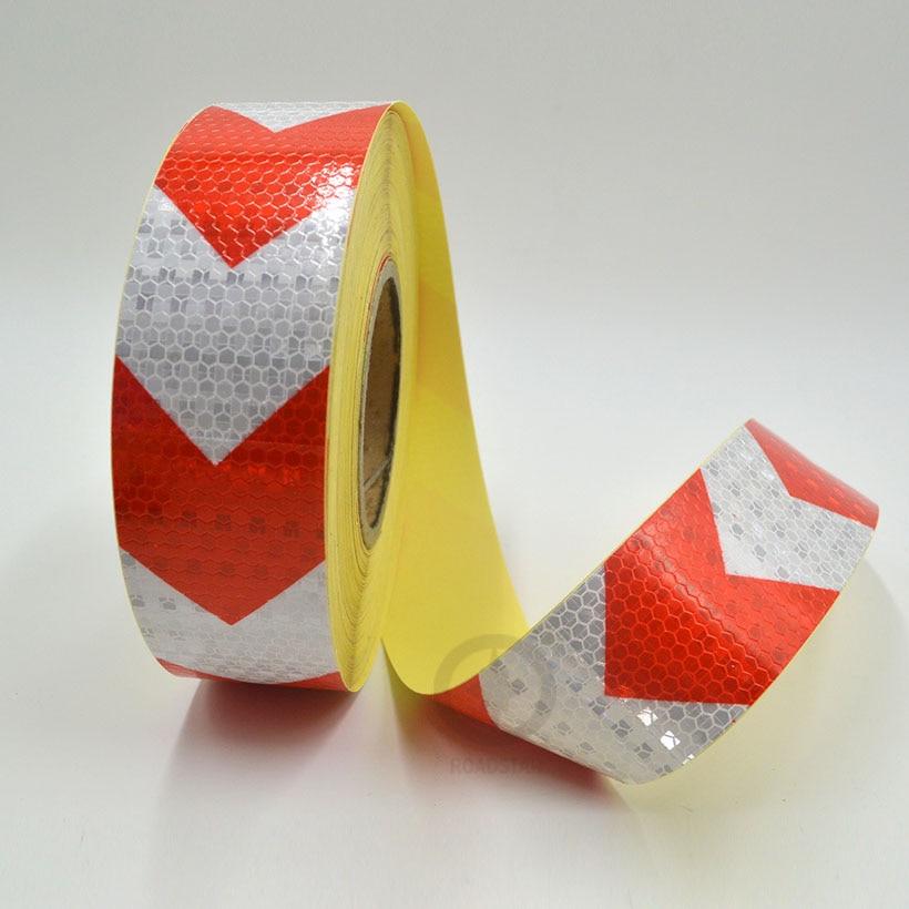 5cmx10m-es, fényes, négyzet alakú, öntapadós, fényvisszaverő figyelmeztető szalag, piros, fehér színű nyílnyomással, autó- és motorkerékpár