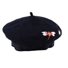 Vintage de lana cálido otoño e invierno de las mujeres boinas sombreros de  mujer nuevo estilo bordado libélula patrón artista bo. 70e6087d673