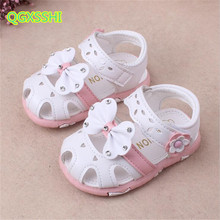 QGXSSHI 2017 summer season new youngsters child toddler sandals cartoon mushy backside Baotou child ladies sneakers Bow hole seashore sandals