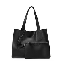 2017 new handbag leather leather tote bag high capacity portable shoulder bag and simple agent on