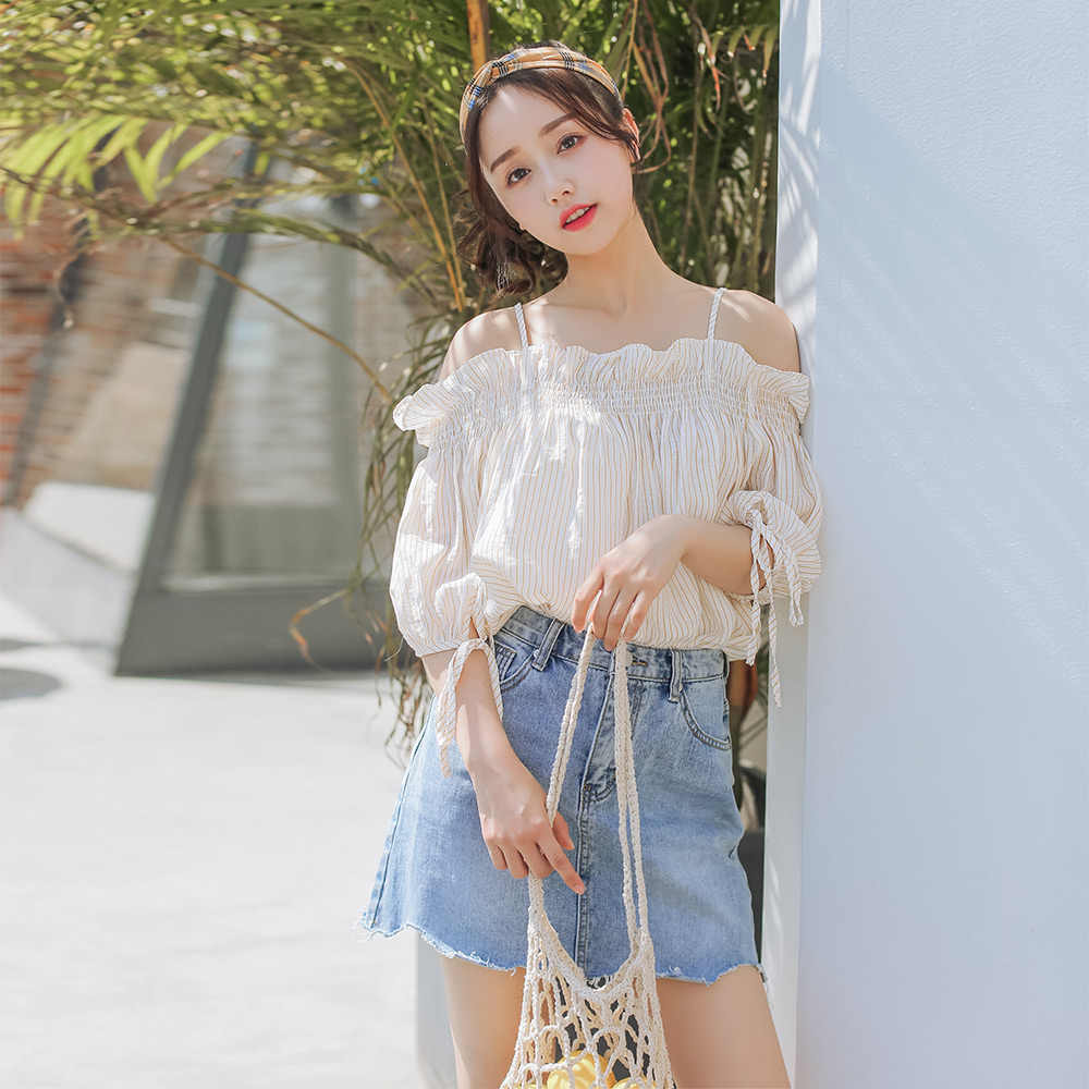 2018 נשים הקיץ המתוק סלאש צוואר חשוף כתף פסים בחולצת טריקו נקבה קוריאה מקרית Loose למעלה קפלי שרוול קצר חולצות ה-t Y500