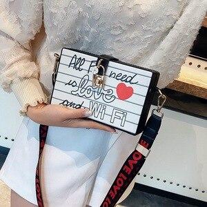 Image 4 - 2018 봄 여름 여성 메신저 가방 상자 가방 잠금 퀸 인쇄 사랑 와이드 리본 스트랩 귀여운 디자이너 소녀 crossbody 가방