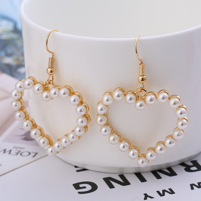 2018 New Korean Fashion Sweet Pearl Earrings Lovely Heart Shaped Hollow Exaggerated For Women