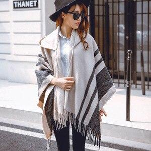 Image 4 - [Aetrends] Vrouwen Wol Voelen Hooded Poncho Met Hoed Winter Sjaals Zwart Beige Kleuren Z 2116