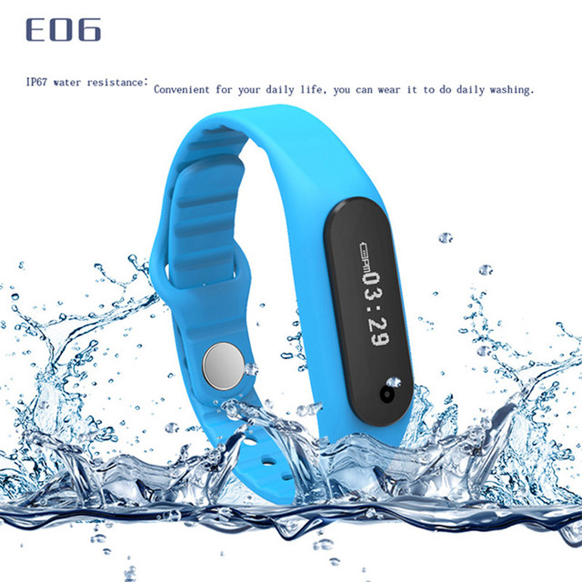 E06 Pantalla Táctil Inteligente Pulsera Bluetooth 4.0 Reloj Del Deporte Pulsera Wrist Band Remoto IP67 A Prueba de agua La Cámara para Android IOS