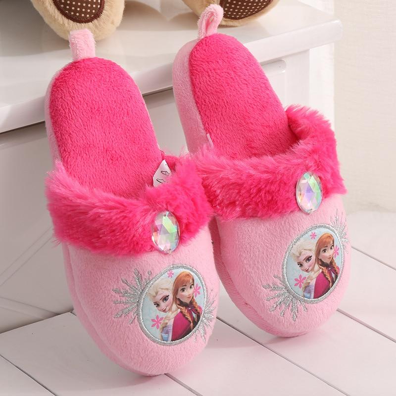baa08908be5fd 2017 mode Walker enfants pantoufles hiver enfants maison chaussures Elsa  Anna pantoufles plat chaussure chaude doux pantoufles dans Chaussons de  Mère et ...