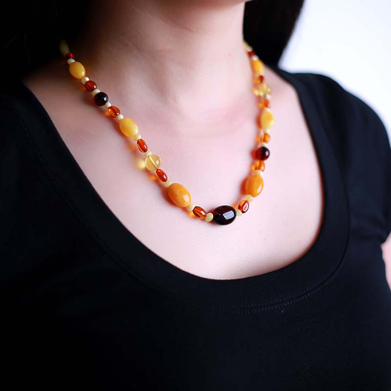 Amber beeswax necklace pendant lanyard sweater chain male and female models rainbow chain chicken oil yellow honey bead blood natural beeswax carp pendant chicken oil yellow old honey carving pendant necklace men and women sweater chain amber jewelry