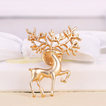 Exquisite fashion jewellery Golden deer fawn brooch pin female coat sweater scarf deserve to act the role of a