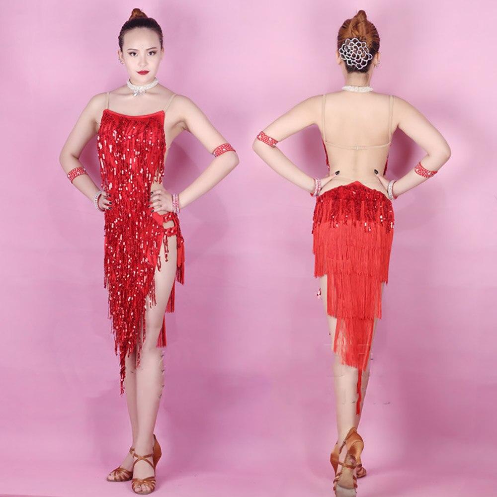 Atractivo Vestido Rojo Chica De Baile Ilustración - Colección de ...