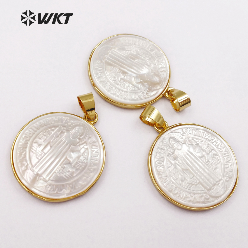 WT P1355 Round Shape Shell Pendants for Necklaces 24K Metal Electroplated Elegant Jesus Pattern Women Jewelry