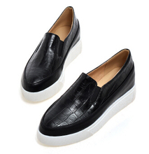 Fashion    Women Flats Platform Loafers Fashionable Casual Pointed Toe Soft Leather Stone Pattern Women's Elevator Flat Shoes Se