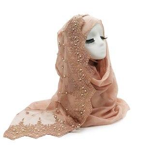 Image 4 - 新しいウェディング女性ヒジャーブスカーフ刺繍レース真珠スカーフ無地マキシ女性イスラム教徒hijabsファッションスカーフとショール