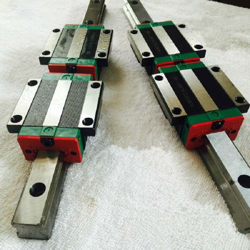 Фотография a set of 20mm linear rail 2 pieces at 700mm long with 4 flange carriages HBW20CC