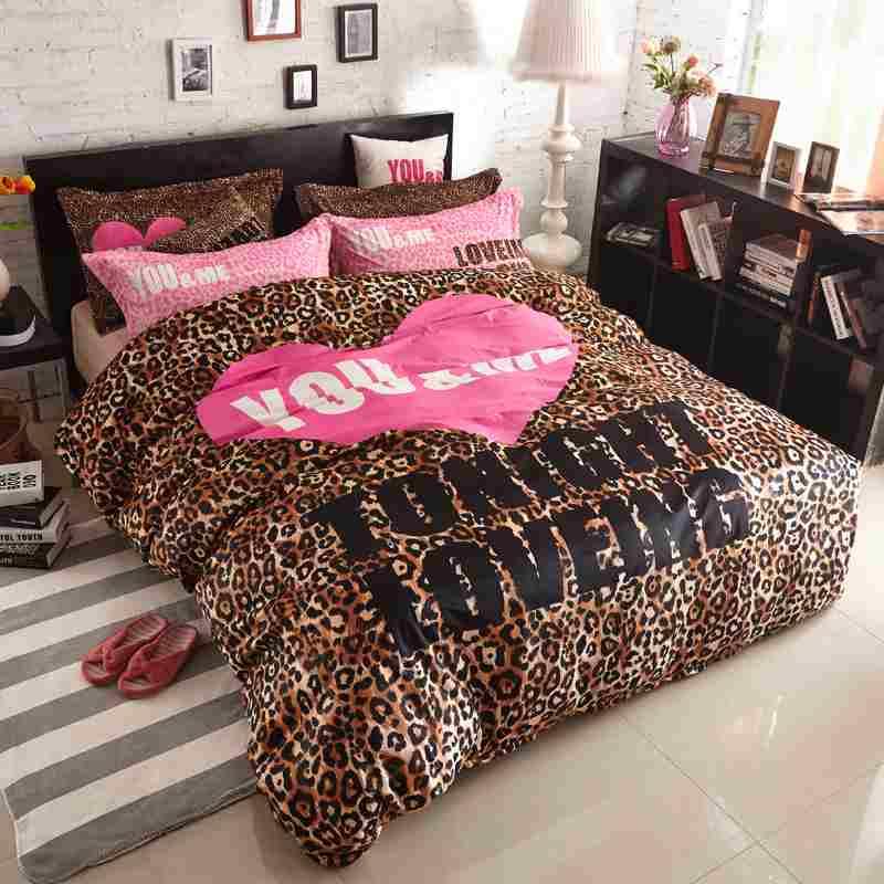 Couvre lit leopard rose
