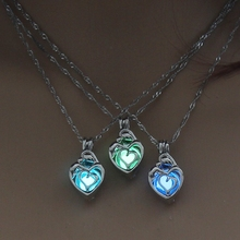 все цены на 3 Colors Heart Shape Glowing in the Dark Necklace Jewelry For Women Hollow Luminous Necklace Pendant Wholesale Christmas Gifts онлайн