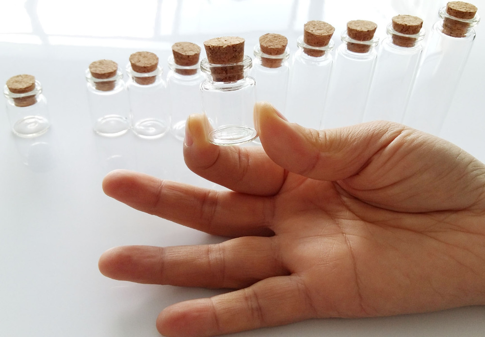 Wholesale 200 pcs 22*30mm 5ml small glass vials with cork tops bottles Little empty jars 5pcs lot 2ml small brown empty wishing glass bottle drifting bottle message vial with cork stopper vials jars containers