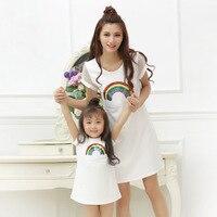 Cầu vồng in trắng t-shirt dress mẹ và con gái quần áo phù hợp