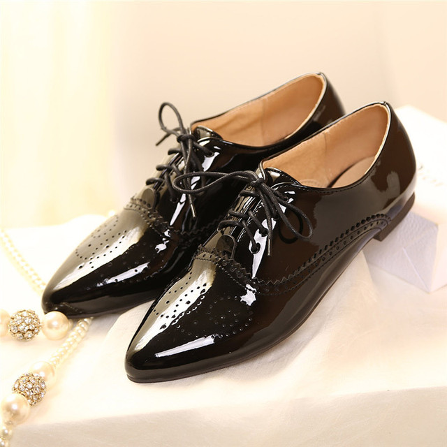 2016 Spring/Autumn pointed toe lace up flats Fashion Women Breathable Casual Shoes bullock Patent Leather Large size shoes