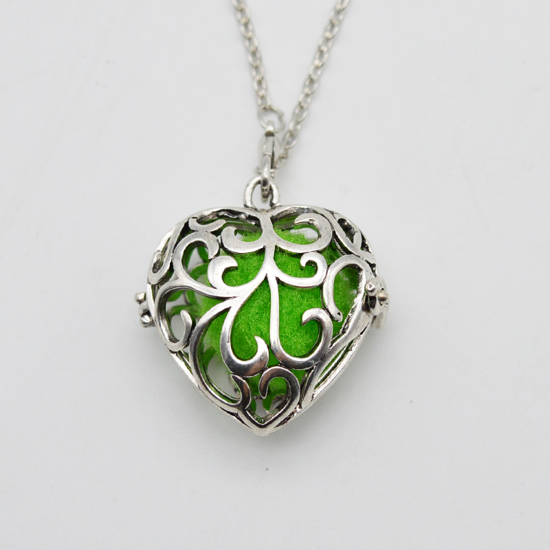 5pcs Filigree Heart Perfume Locket For Women Maternity Pregnancy Necklace Aromatherapy Essential Oil Diffuser Necklace XSH-117
