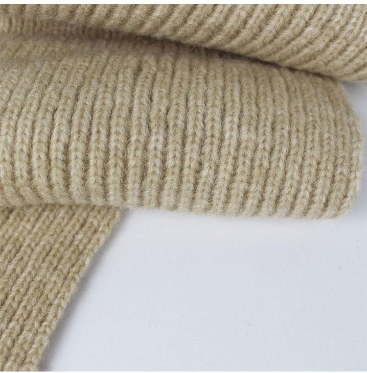-1_11Bonnet et écharpes tricotés avec pompons en fourrure