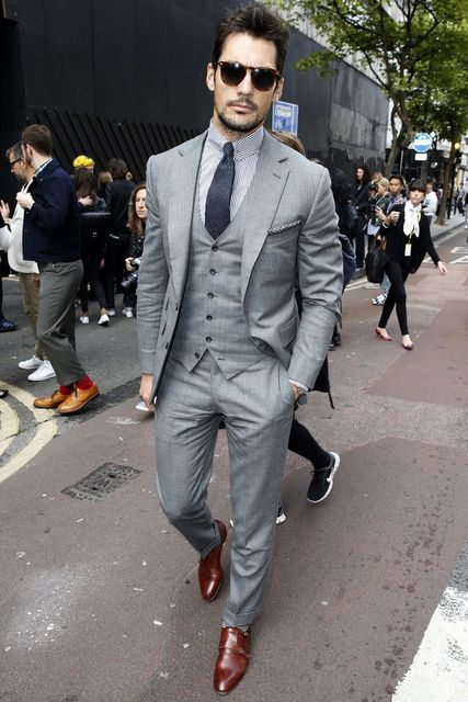 2015 new arrival Summer Style 100% wool classic light grey 2 button with notch lapel and ticket pocket 3 piece suit slim fit