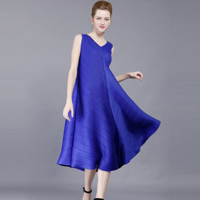 FREE SHIPPING pleated one-piece dress plus size sleeveless V-neck expansion  pressure pleated bottom dress IN STOCK 9def694cbf17
