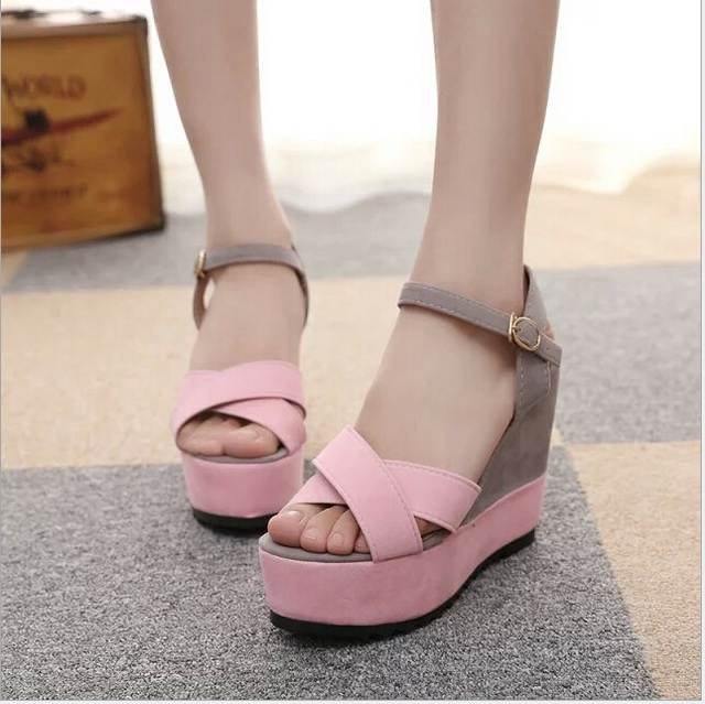 2017 Summer new peep-toe female sandals sponge thick high-heeled platform sandals fashion students pink shoes size 35-39  han edition diamond thick bottom female sandals 2017 new summer peep toe fashion sandals prevent slippery outside wear female