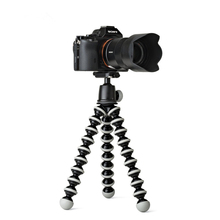 цена Octopus Flexible Tripod Monopod Smart Phone Bracket Portable Tripod Flexible Camera Table Desk Mini Tripods Clip Holder Desktop онлайн в 2017 году