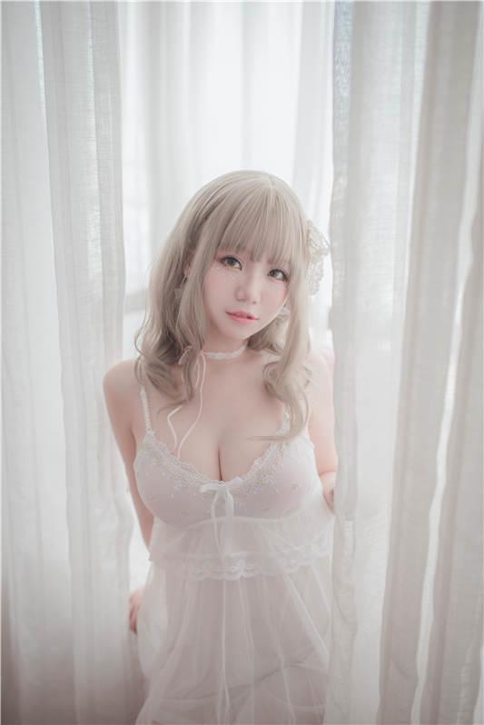 Yoko宅夏Cos – 白色丝质连衣裙 [26P/161MB]