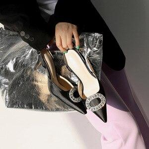 Image 4 - Mùa hè mới đế nhọn cao gót khóa đính kim cương giả giày Sandal Satin phiên bản Hàn Quốc của Hoang Dã Bao Đầu nữ thoáng mát Giày
