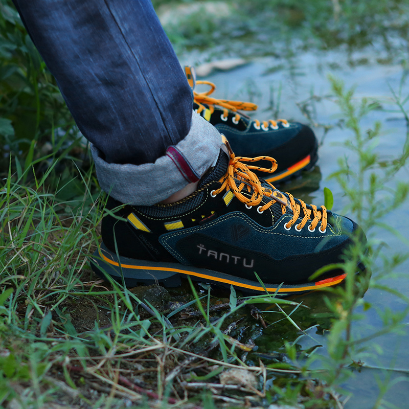 Купить с кэшбэком New Brand hiking shoes breathable outdoor shoes large size 39-46 camping climbing rubber sole leather outdoor men hiking shoes