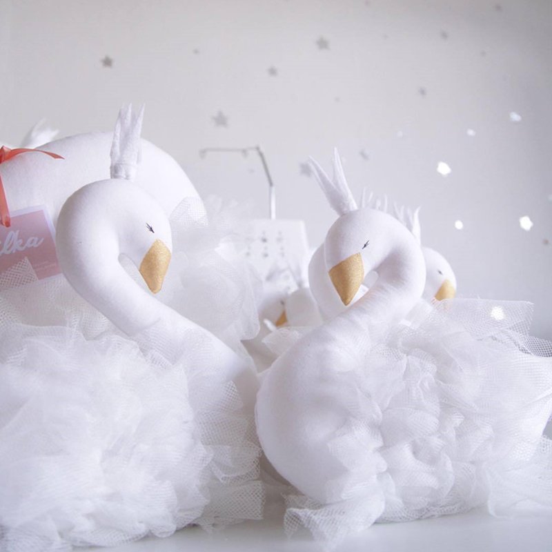2016 New Fashion Baby Crown Swan Sleeping Pillow Children`s Room Decoration Kids Animal Dolls Toys Photography Props