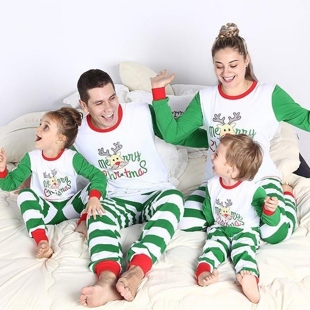 Family Christmas Pajamas Suit 2018 Deer Print Mother Father Kids Family  Sleepwears Parent-child Clothes Family Matching Outfits b19fe8c4a