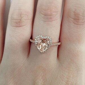 Image 2 - Huitan clássico solitaire anel com forma de coração zircônia cúbica prong ajuste casamento anéis de noivado para meninas feminino tamanho 6 10