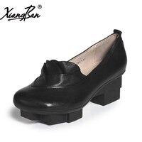 Xiangban kadın rahat orta topuk platformu kayma pompaları ayakkabı sivri burun yumuşak deri kadın siyah ayakkabı kalın topuk