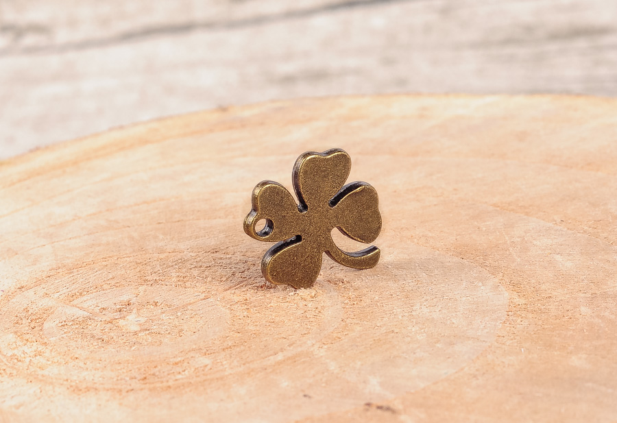 30pcs NEW Charm Anitque Copper Clover Pendants For DIY Necklace Jewellery making
