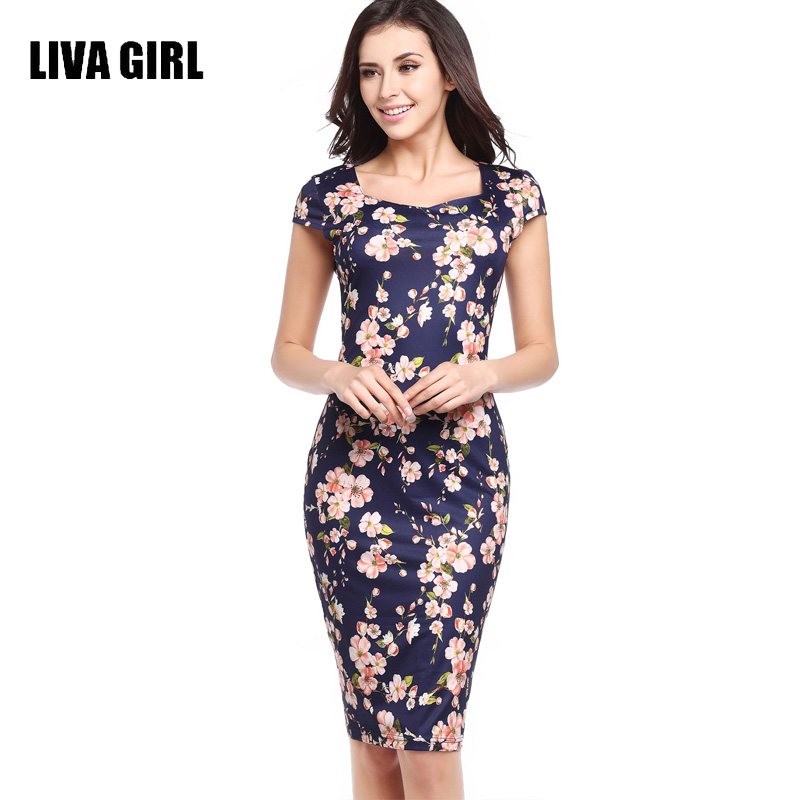 Девушка в платье с принтом