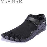 Yas Bae Größe 45 44 Verkauf China Marke Design Gummi mit fünf Finger Outdoor Rutschfeste Atmungs Licht gewicht Schuh für Männer