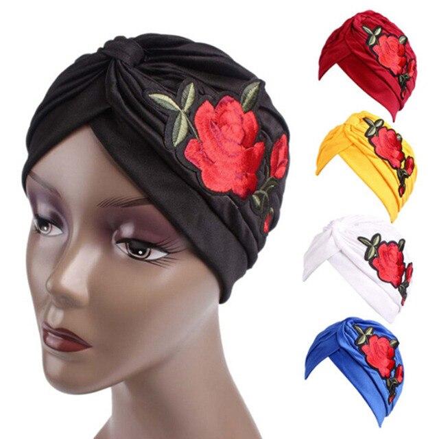 Moda Feminina Subiu Bordado Hat Beanie Scarf Turban Envoltório principal  Cap Mulher Verão Outono Chapéu Do 346453706c0