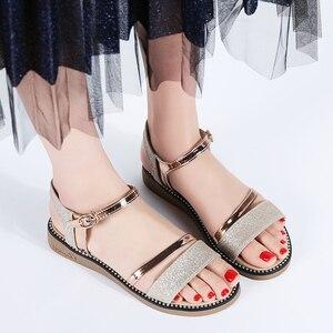 Image 4 - STQ Sandalias planas de goma para mujer, zapatos de tacón bajo para playa, estilo Gladiador, color negro y dorado, YY366, 2020
