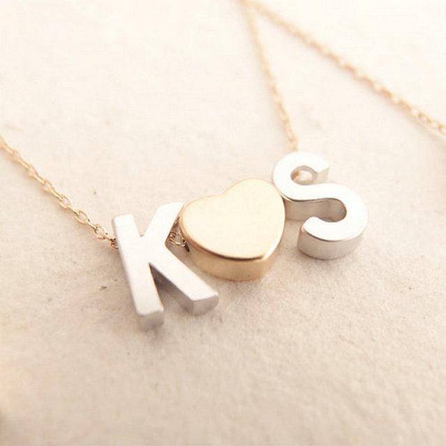 e9d46cd2896a Collar inicial cadena de oro fino collar Monogram pareja Ketting Met  Initialen collares amor colgante con