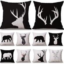 Černobílý dekorační polštářek s obrázkem zvířat