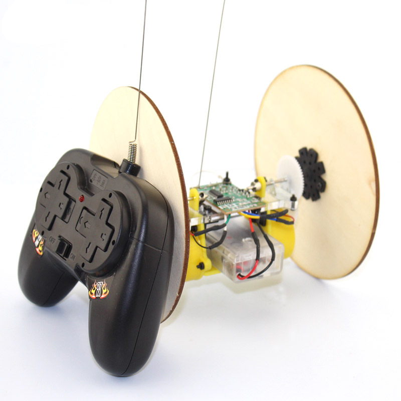 Technology Small Production Material Puzzle Handmade DIY Disc Wheel Tire Remote Control Car Model Toy Robot Science Experiment