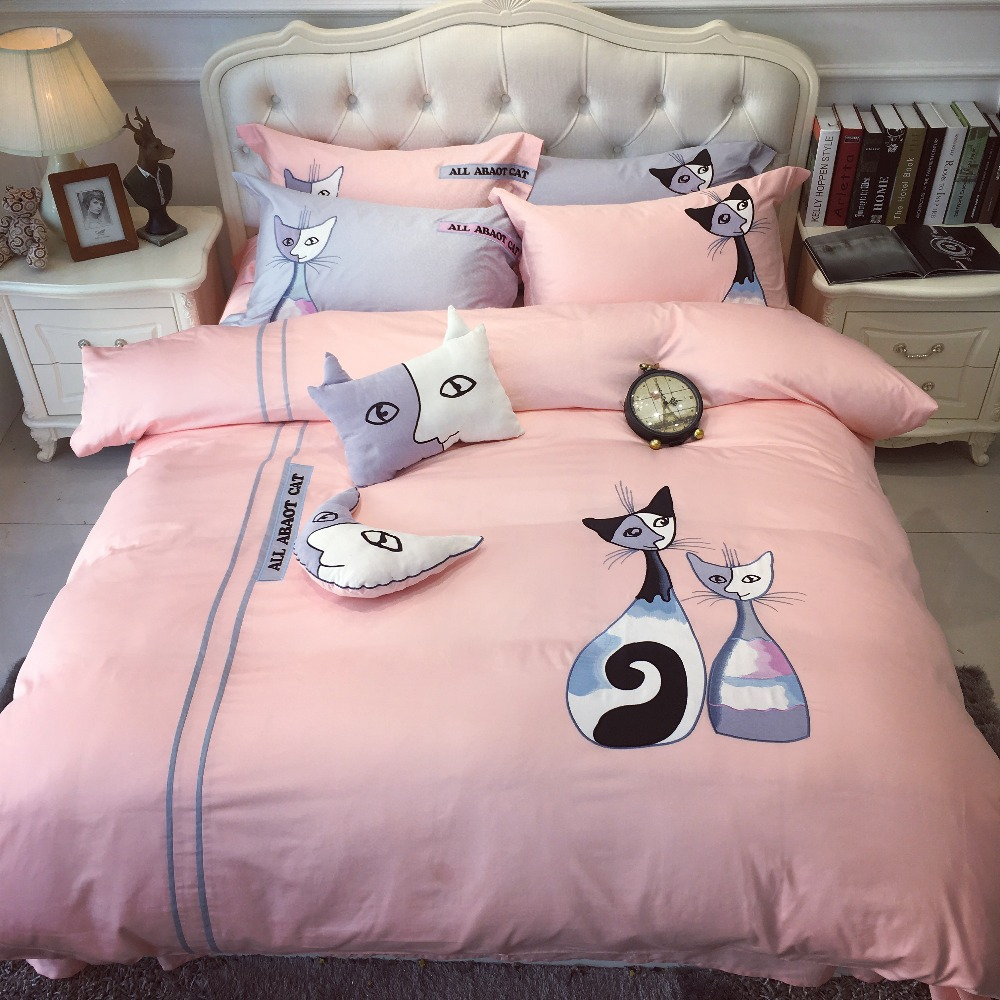 Brazilian embroidery bedspread designs - 2017 Luxury Embroidered Egyptian Cotton Linens 5pcs Bedding Set King Size Bed Cat Bedspread Cartoon Duvet
