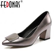 3569fea5a FEDONAS Novas Mulheres Da Moda Bombas Festa de Casamento Sapatos Feitos À  Mão de Couro Genuíno Mulher de Salto Alto Grosso Bomba.