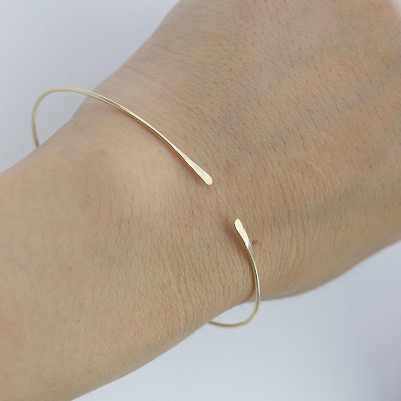 PINJEAS Hammered Stacking Armreif Manschette Minimalistischen Armband Strukturierte Armband Einstellbar Armreif Offene Armreif geburtstag