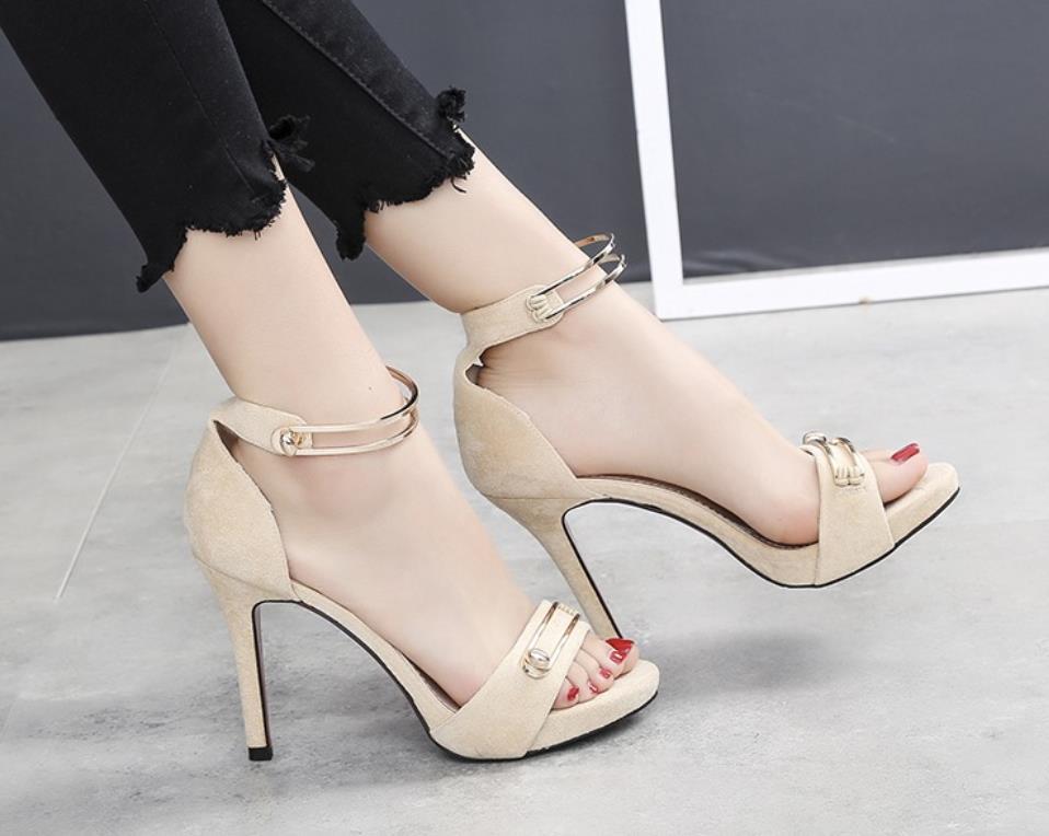 Sommer schwarzes Neue Sexy Sandalen Zehen Hochhackigen Amerikanische Ausgesetzt Frühling Samt Beige Schleif Feine rosa Europäische Und 5qEnwx46