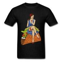 Pinup Señora Sentarse En Un Taco Funky 2018 Hombres Camiseta Tops Negro camisetas y Personaje de Dibujos Animados Diseño Sexy Male T Shirt Gimnasio Tops Divertidos