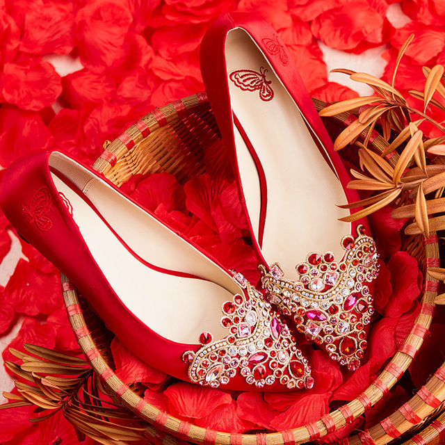 Dignity Lady Red Crystal Wedding Shoes Women Embroidery Retro Diamond High Heels Bride Fashion Y Party