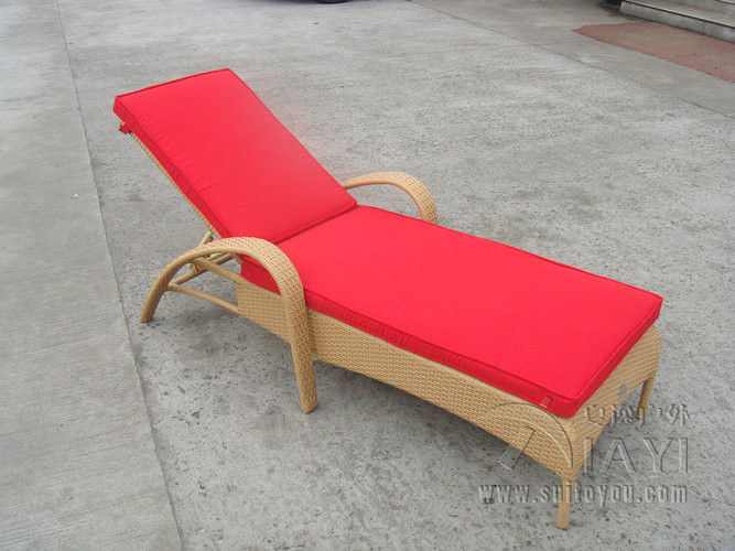 Resin Wicker Chaise Lounge , Foldable Cane Beach Lounge Chair Transport By  Sea